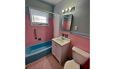 Bathroom, 4502 N 49th St, 1