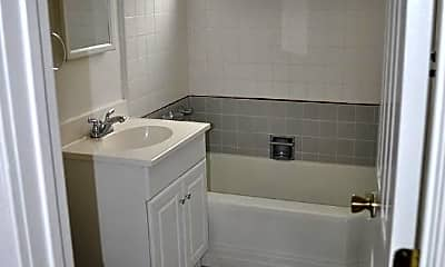 Bathroom, 908 Waldkirch Ave, 2
