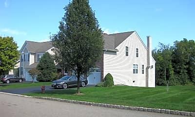 Building, 657 Creekside Ln, 1