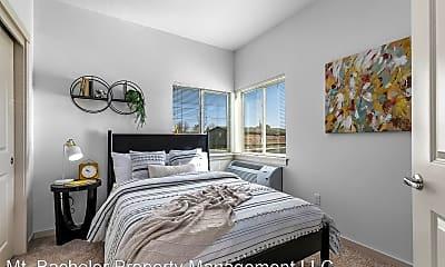 Bedroom, 630 NW Kingwood Ave, 1