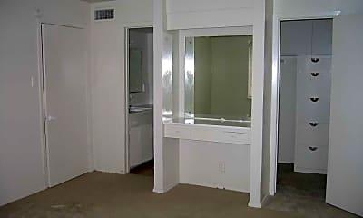 Royale Apartment, 2