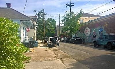 Community Signage, 722 Louisa St, 2