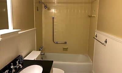 Bathroom, 4401 Roland Ave 508, 2