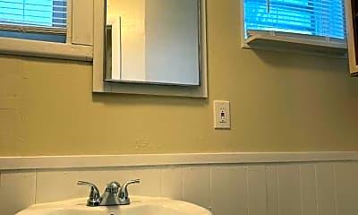 Bathroom, 41 Van Derveer St, 2