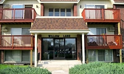 Building, Willow Lane Apartments, 0