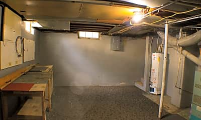 Kitchen, 603 N Sedgwick St, 2
