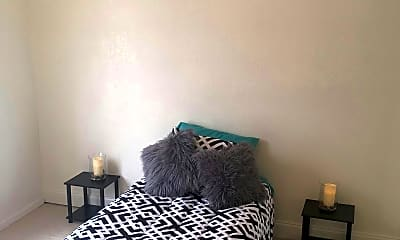 Bedroom, Eagle Crest Apartments, 2