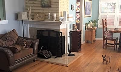 Living Room, 1104 N Screenland Dr, 1