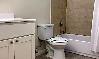 Bathroom, 524 Shrader St, 2