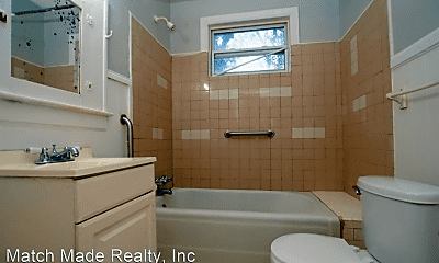 Bathroom, 423 Linwood Ave, 2