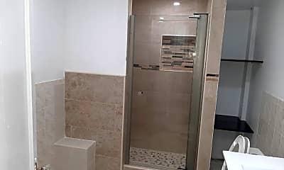 Bathroom, 252 E 45th St 1, 0