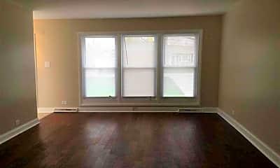 Living Room, 13819 Elm St, 1
