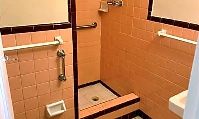 Bathroom, 1021 SW 3rd St 2, 2