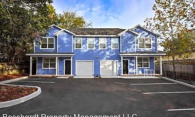 Building, 2610 SW 35th Pl, 1