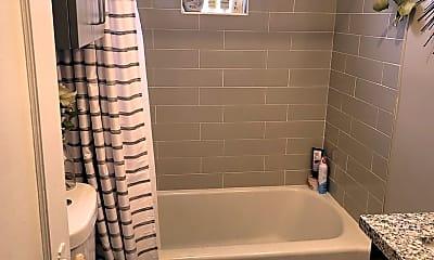 Bathroom, 511 Roberts St, 2