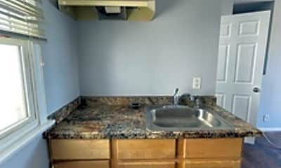Kitchen, 1230 N Beachwood Dr, 1