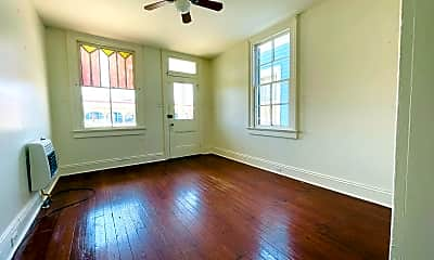Living Room, 5349 Tchoupitoulas St, 2