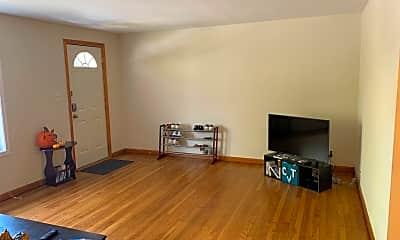 Living Room, 703 N Washington St, 1