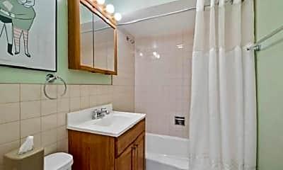 Bathroom, 1027 N Riverwalk St, 2