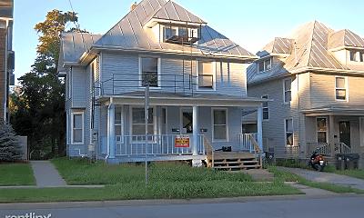Building, 905 E Burlington St, 0