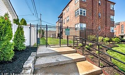 Building, 5835 Lindenwood Ave, 2