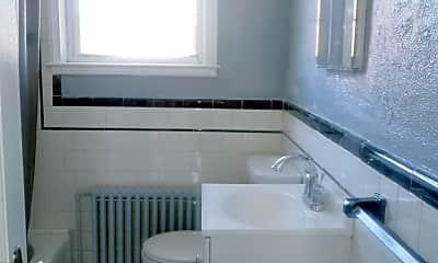 Bathroom, 631 Tolna St, 2