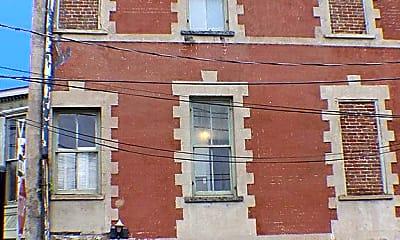 Building, 101 W Charlton St, 1