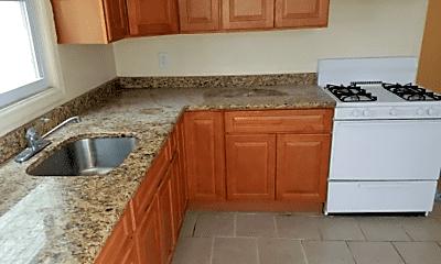 Kitchen, 17 Gladstone Ave, 2