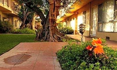 Courtyard, Prairie Villas Apartments, 0