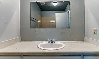 Bathroom, 2404 N Reeves Ave, 2