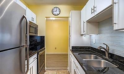 Kitchen, 3325 Bayshore Blvd E32, 1