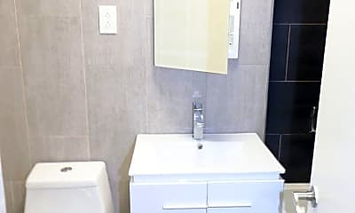 Bathroom, 41-40 Denman St, 2
