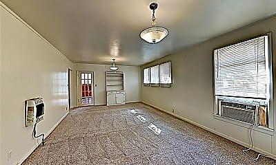 Living Room, 700 E Broad St, 1