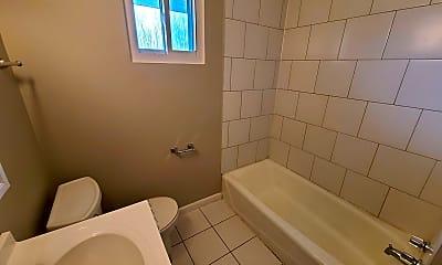 Bathroom, 901 Market St, 2