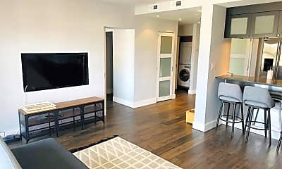 Living Room, 250 President St 611, 1
