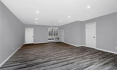 Living Room, 665 Thwaites Pl A, 1
