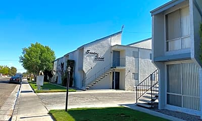 Building, 714 N Sanders St, 1
