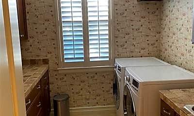 Kitchen, 436 Pheasant Way, 2