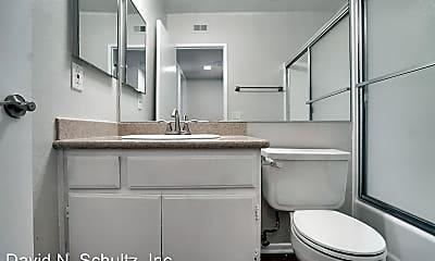 Bathroom, 620 W Wilson Ave, 2