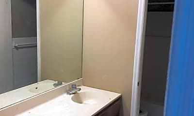 Bathroom, 16 Greenwood Dr, 2