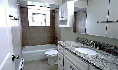 Bathroom, 1327 E Prairie Ave, 1