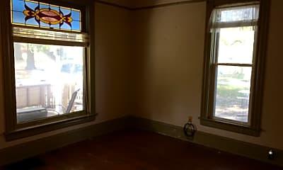 Bedroom, 910 Summit St, 2