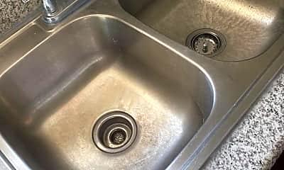 Bathroom, 512 S Glendale Ave, 2