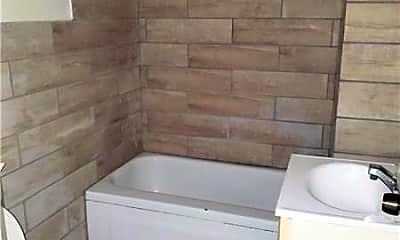 Bathroom, 2781 Glen Mawr St 2, 2