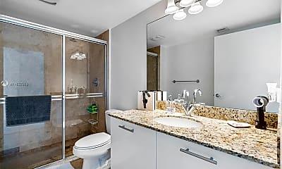 Bathroom, 41 SE 5th St 1202, 2