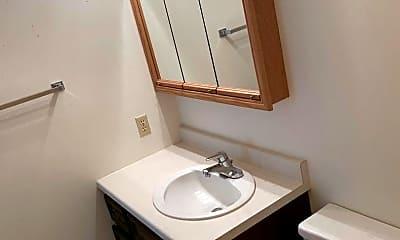 Bathroom, 3114 3rd St N, 2