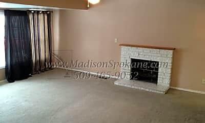 Building, 5528 N Milton St, 1