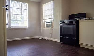 Living Room, 2508 Everett St, 1