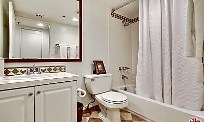 Bathroom, 1430 N Harper Ave, 1