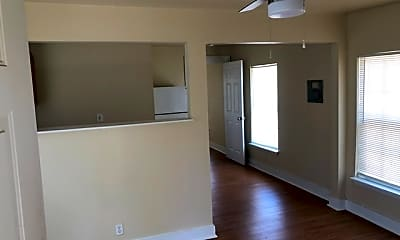 Living Room, 905 W Lynwood Ave 3, 0